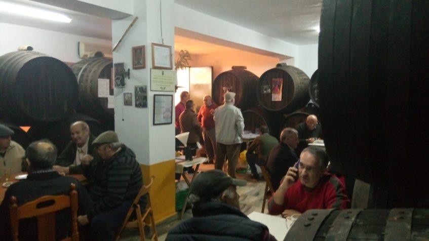 Ambiente de la taberna de los Hermanos Casera. Foto: Cosas de Comé