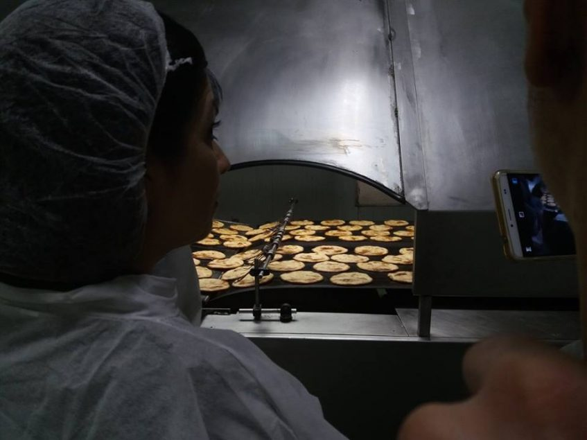 Actual producción de las tradicionales tortas. Fotos cedidas por la empresa.