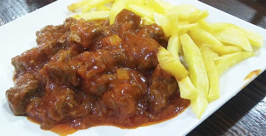 Carne en tomate a la manera del bar Santos