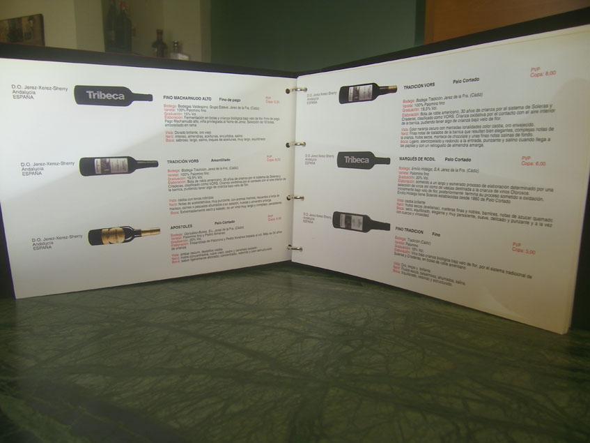 Una de las páginas de la carta de vinos de Tribeca. Foto: Cosasdecome