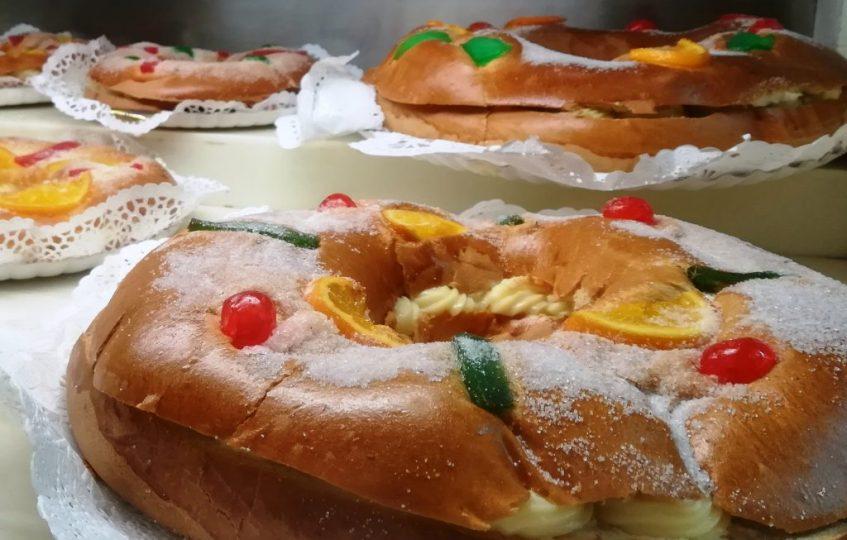 Vitrina de roscones de La Campana. Foto: Cosas de Comé