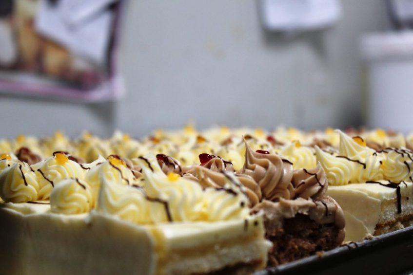 Bandeja de pasteles de Lola. Foto: Cosas de Comé