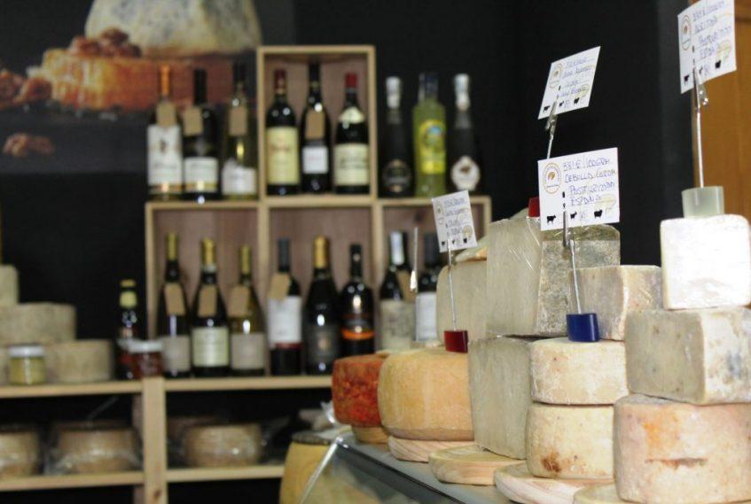 Interior del local, con algunos de sus vinos. Foto: Cosas de Comé