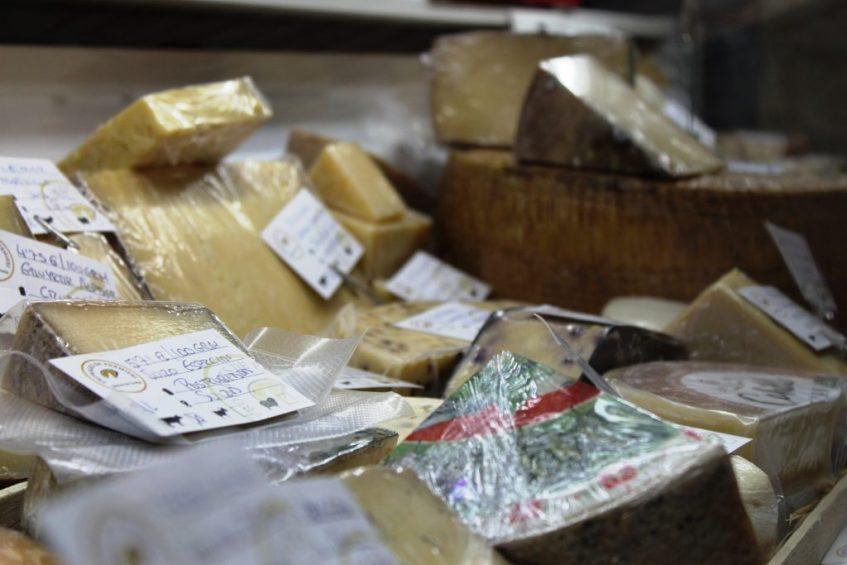 Detalle de algunos de sus quesos. Foto: Cosas de Comé