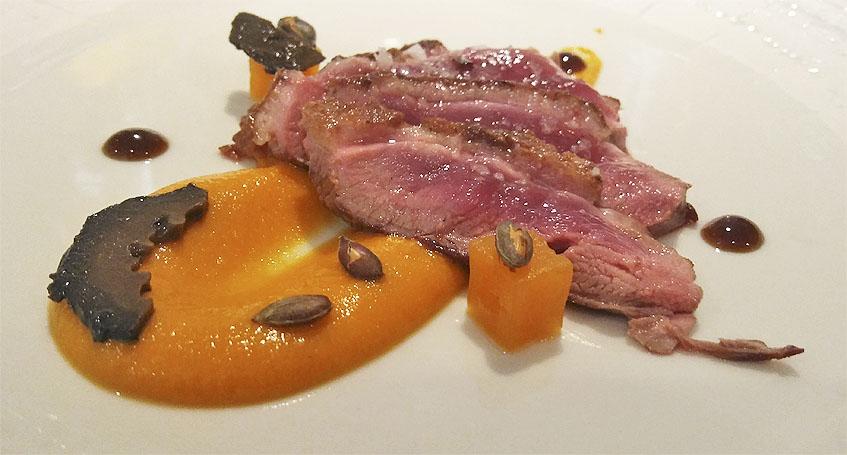 El pato, otro de los platos que forman parte del menú degustación. Foto: Cosasdecome