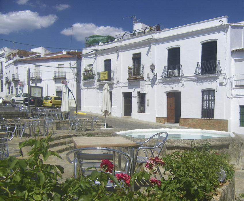 Terraza del restaurante Agustina. Al fondo puede verse la entrada al restaurante. Foto: Cosasdecome