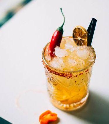 Uno de sus cócteles con destilados mexicanos. Foto cedida