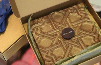 La versión en chocolate del azulejo trianero de Manu Jara. Foto: Cedida por el establecimiento.