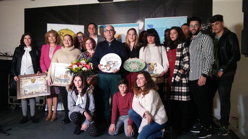 La familia Zambrano acudió al completo para recibir el premio. Foto: Cosasdecome