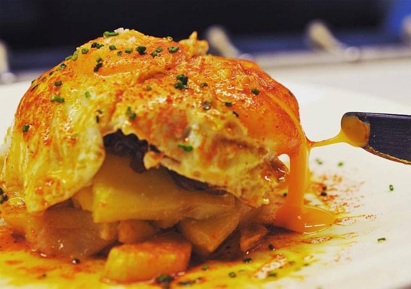 Los famosos huevos rotos de El Gallinero de Sandra. Foto: Cedida por el establecimiento.