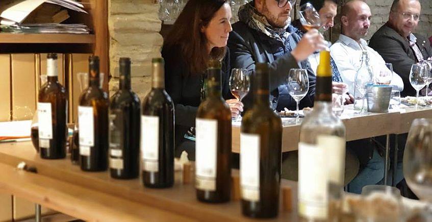 Una asociación para los que saben y los que quieren saber de vinos