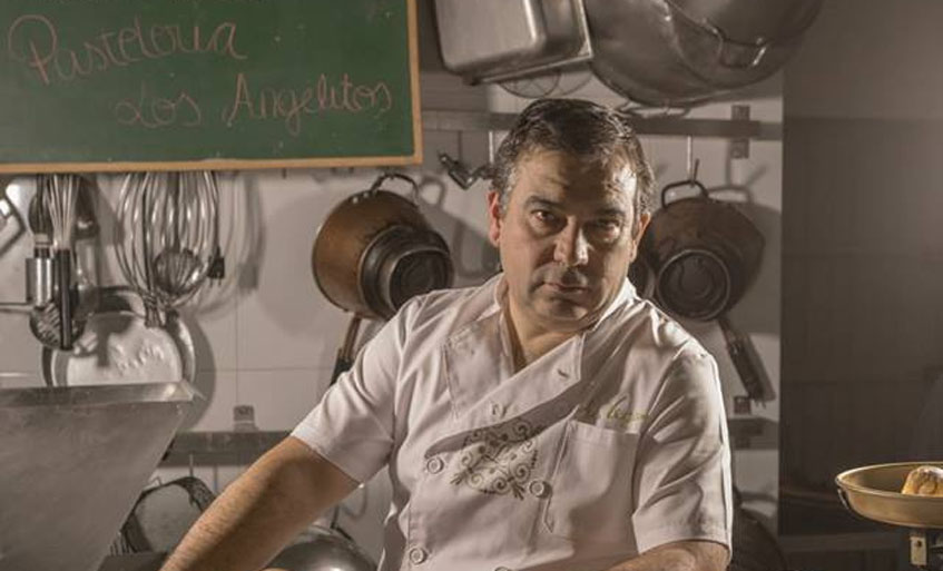El maestro pastelero Antonio Vega, autor de estos merengues. Foto: Cedida por la pastelería Los Angelitos