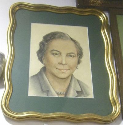 Retrato de Carmen Rodríguez que se expone en el Góngora. Foto: Cedida por el establecimento