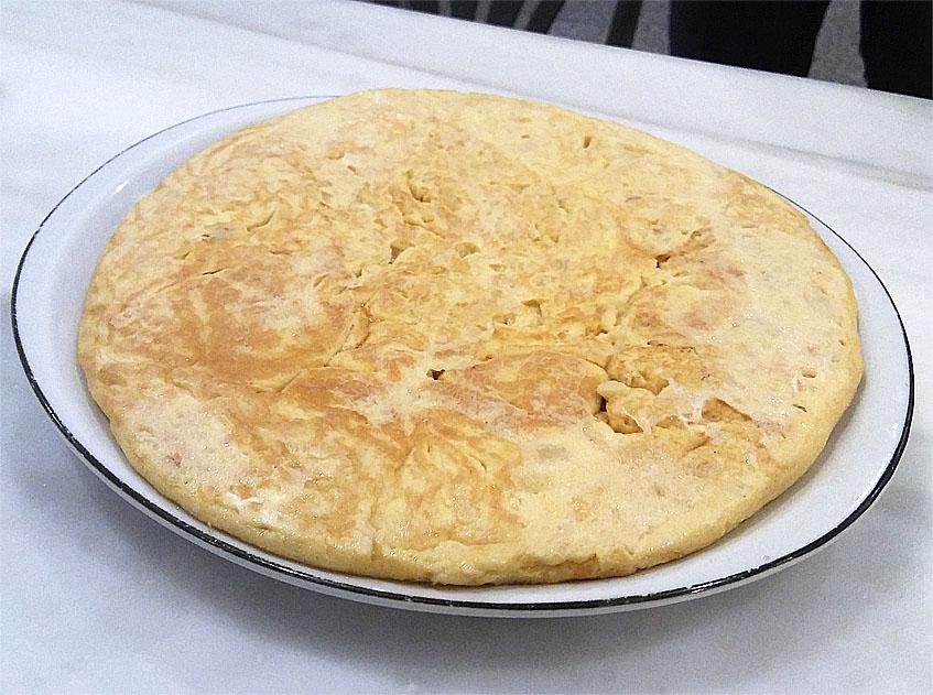 La famosa tortilla de la cervecería José Luis de Sevilla. Foto: Cosasdecome