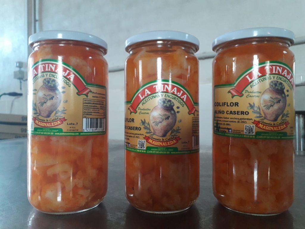 Tarros de coliflor en aliño casero de La Tinaja. Foto cedida por el propietario.