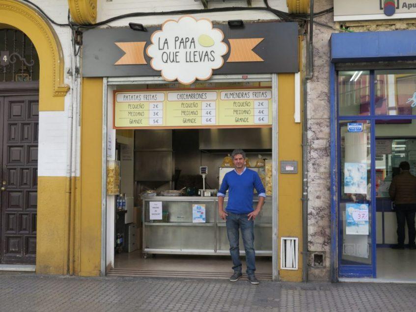 La devoción por el sabor de las patatas fritas de su infancia motivó a Jorge Liger a crear 'La papa que llevas'. Foto: CosasDeComé.