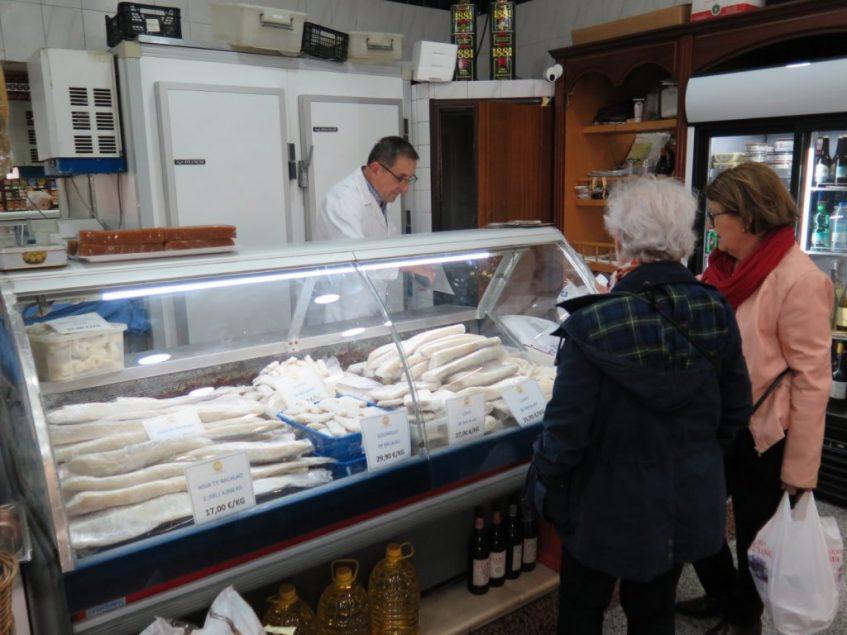 La tienda gourmet de Grupo Bacalao, un clásico en la venta directa de este pescado en Sevilla. Foto: CosasDeComé.