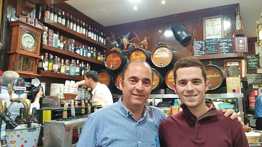 Francisco Portillo junto a su hijo Ignacio que también se ha incorporado ya al negocio familiar. Foto: Cosasdecome