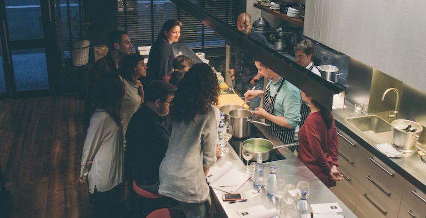 Ovejas Negras oferta talleres de cocina sobre rendimiento deportivo y pérdida de peso en  abril
