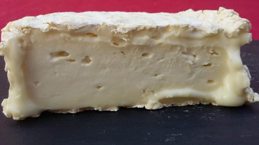 El nuevo queso de Flor de Cazalla es especialmente cremoso. Foto cedida por la quesería.