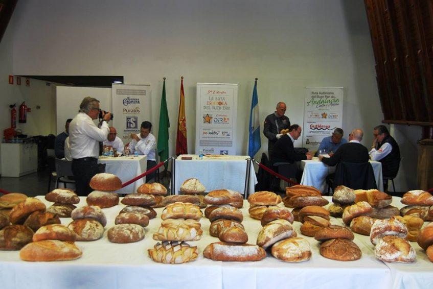 Cuarenta y seis panaderos de Andalucía Occidental se dieron cita en el evento. Foto: CosasDeComé.