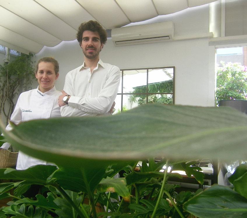 Camila Ferraro y Robert Tetas en el comedor de Sobretablas. Foto: Cosasdecome