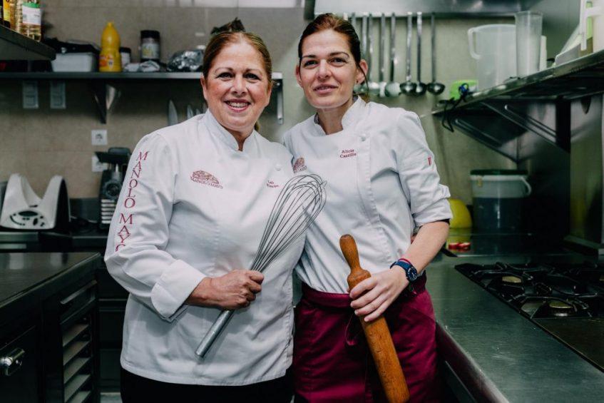 Loli Rincón y Alicia Castillo, jefa de cocina y responsable de pastelería respectivamente. Foto cedida