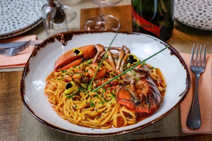 Lingüini con bogavante, herencia del restaurante Senza también de Laborda y Farfán. Foto cedida por el establecimiento.