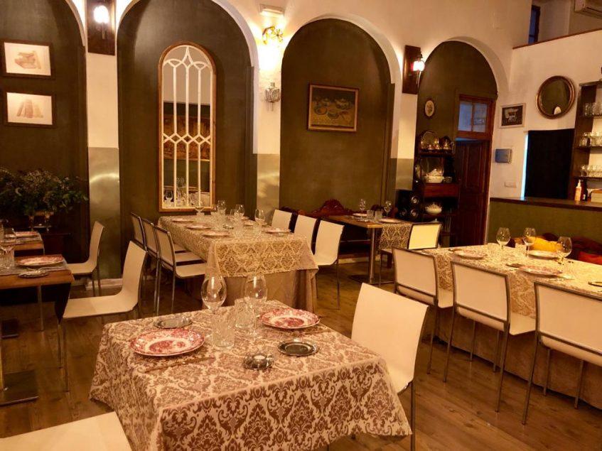 Salón de la Cochera del Abuelo donde se ofrecen las cenas de jueves a sábado. Foto cedida por el establecimiento.