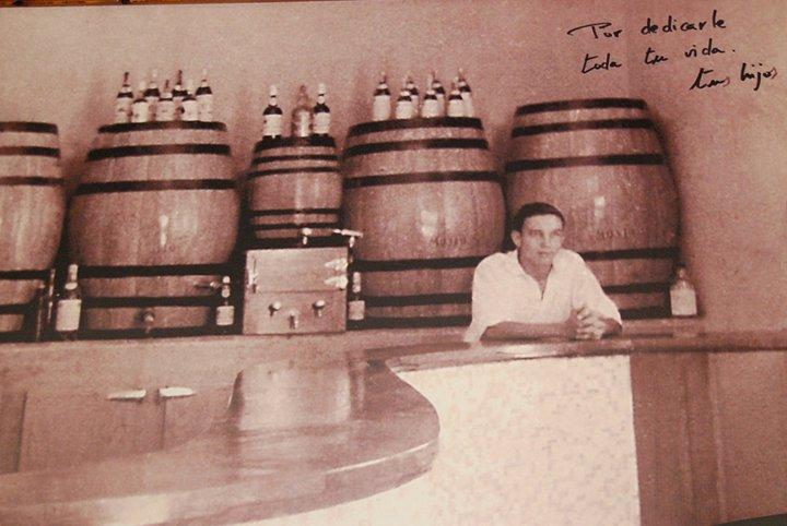 Pedro Verdugo empezó a servir caracoles en Casa Protasio en los años 70. Foto cedida por el establecimiento.
