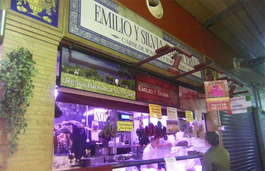 Vista exterior de la carnicería Emilio y Silvia. Foto: Cosasdecome