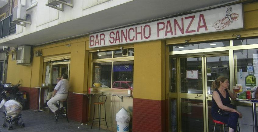 Vista exterior del bar Sancho Panza. Foto: Cosasdecome
