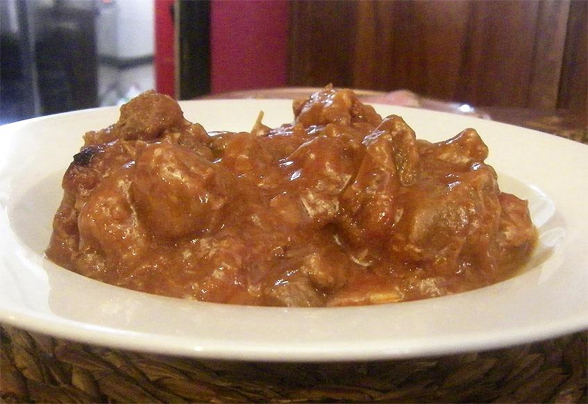El morrillo en tomate, uno de los platos de las jornadas. Foto: Cosasdecome