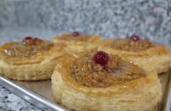 La pringaíta es uno de los pasteles más originales del establecimiento. Foto: CosasDeComé.