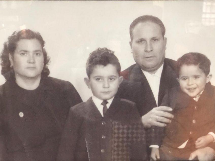 Amable Ballesteros, su esposa Antonia De Dios y sus hijos José Antonio y Julián se hicieron cargo del bar en los años sesenta. Foto cedida por el establecimiento.