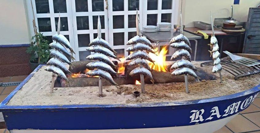 Casa Ramos inicia su temporada de espetos de sardinas
