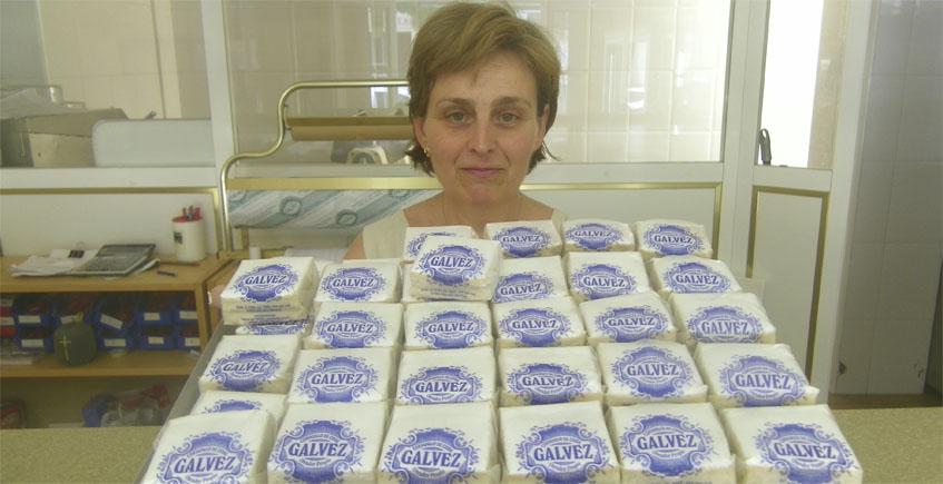 Victoria Martínez de la Confitería Galvez con sus famosos cortadillos. Foto: Cosasdecome