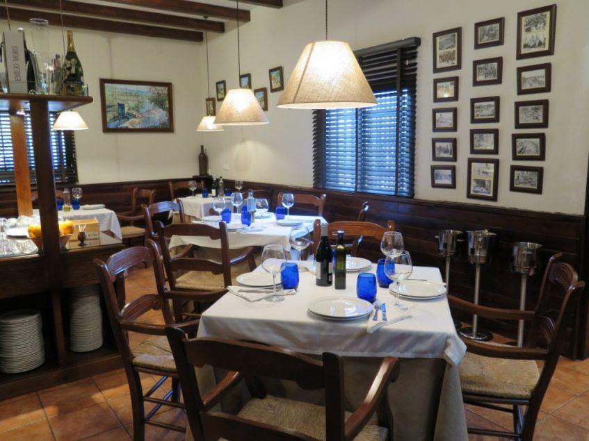 Salón interior de la Venta El Carrito. Foto: CosasDeComé.