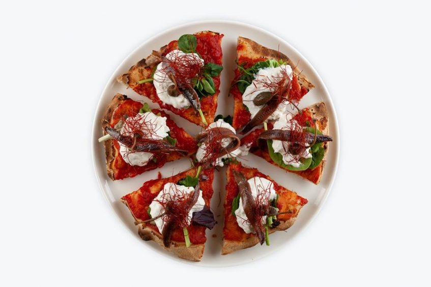 Santa Pizza, pizza de autor elaborada con harina integral y preparada en dos golpes de horno. Foto: CosasDeComé.