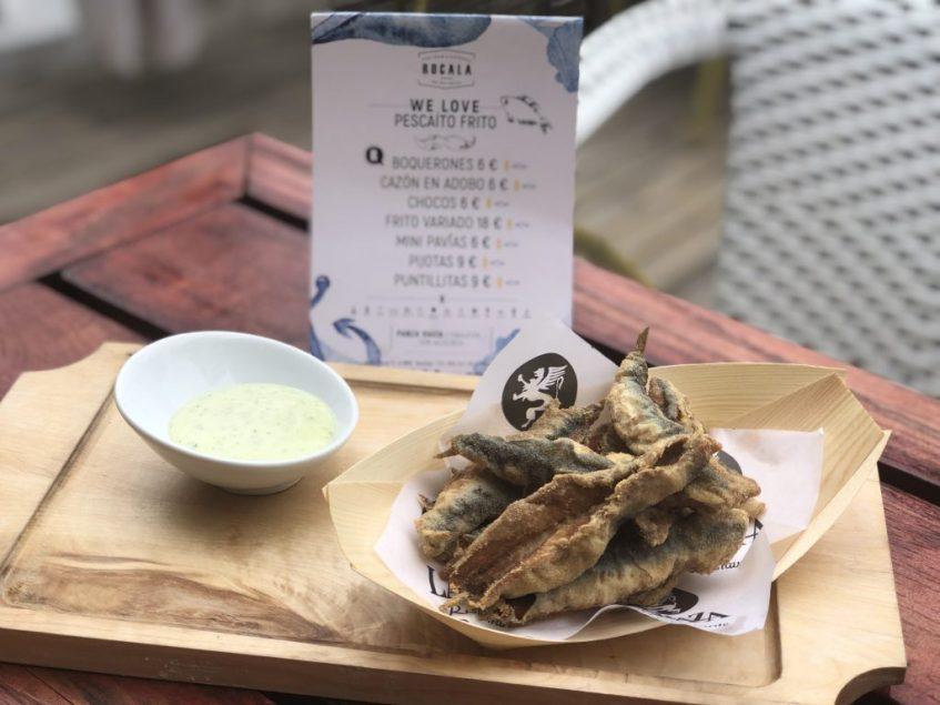 El pescaíto frito contrasta con la carta habitual de Rocala. Foto cedida por el establecimiento.