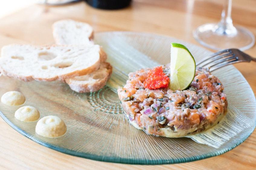 Tartar de salmón y aguacate de La Comilona. Foto: Cedida por el establecimiento