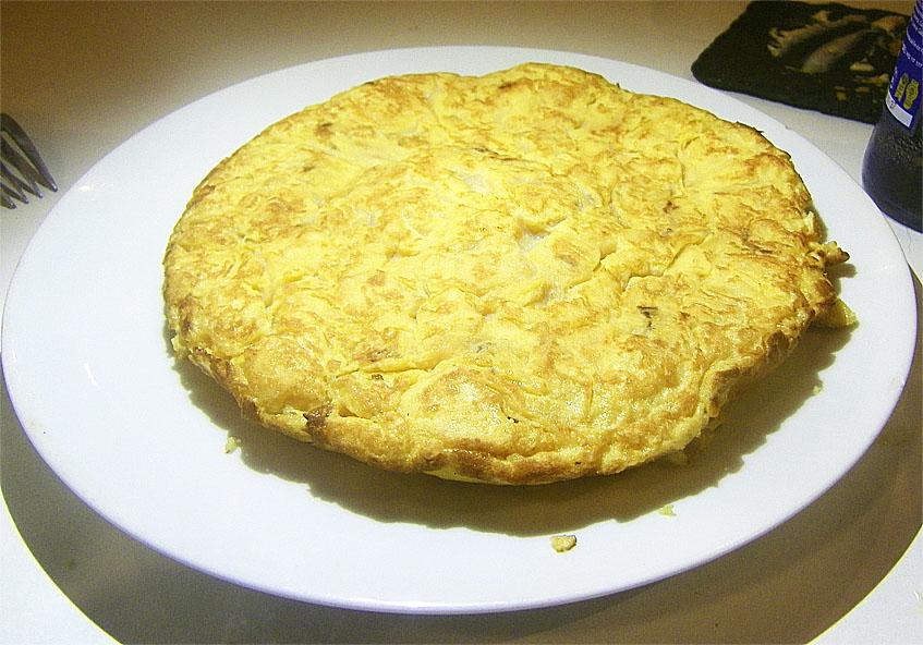 Así llega a la mesa la tortilla de A Lembranza. Foto: Cosasdecome