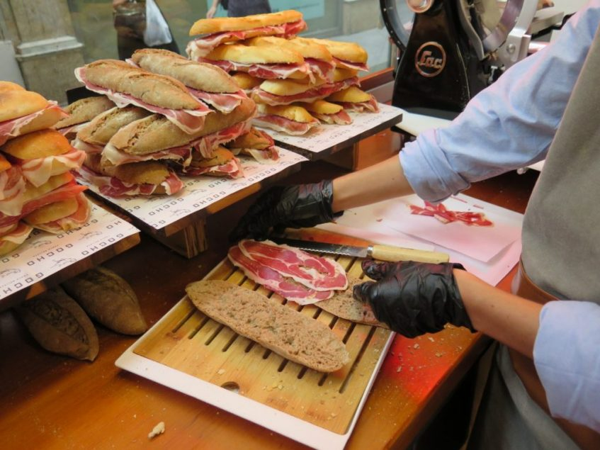 Jamón ibérico cortado en el momento en Gocho, Foto: CosasDeComé.