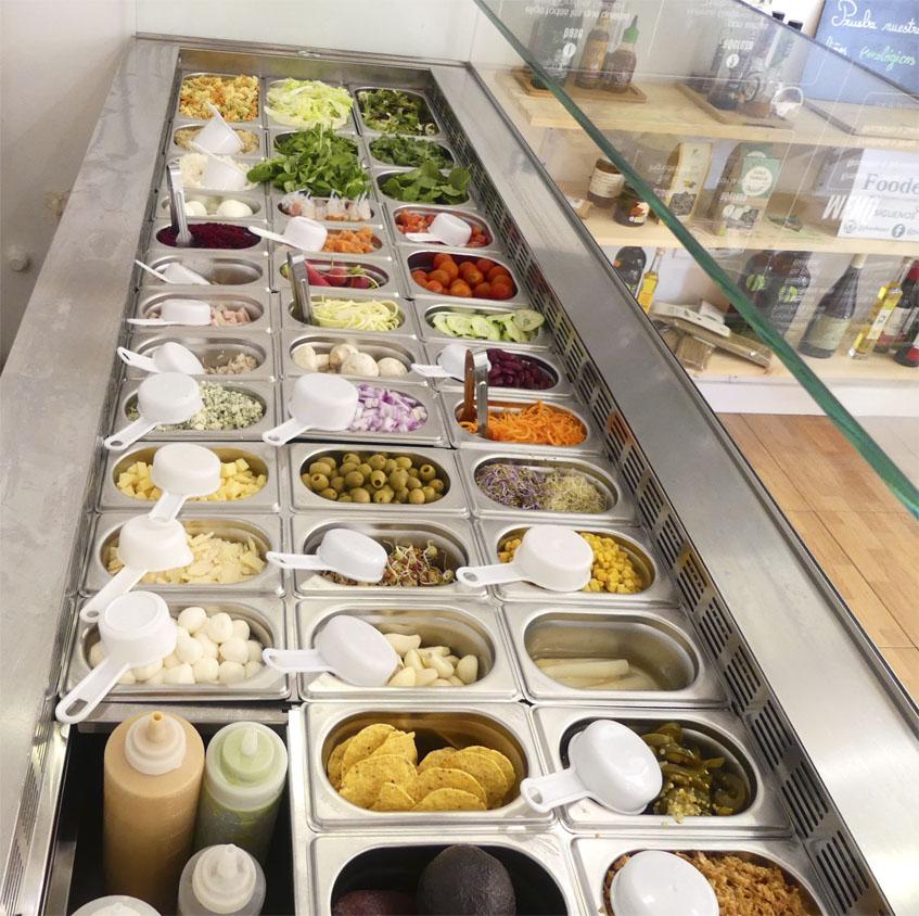 En un expositor están colocados todos los ingredientes que s pueden utilizar para los platos. Foto: Cedida por Cocome