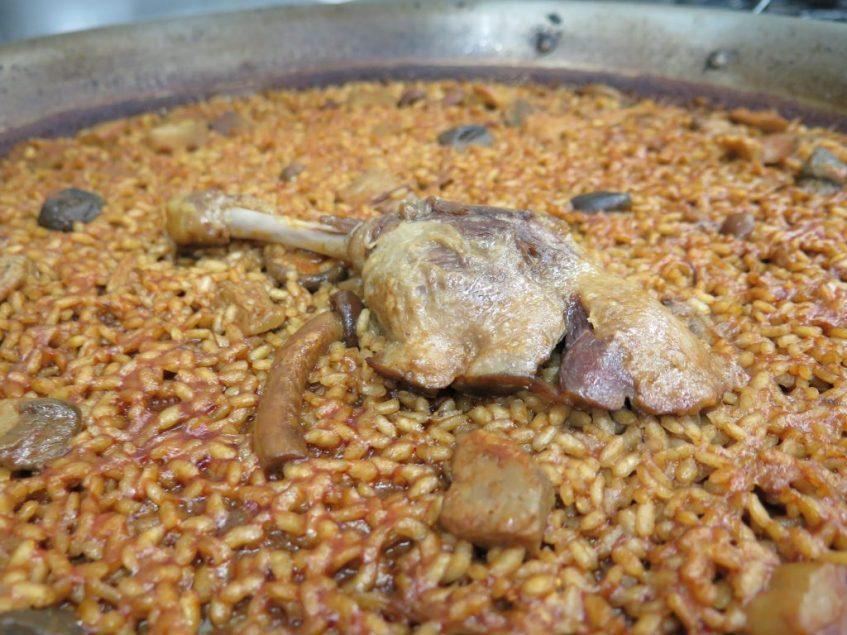 Arroz con boletus, pato y foei, una de las recetas originales de Carlos Otaola. Foto: CosasDeComé.
