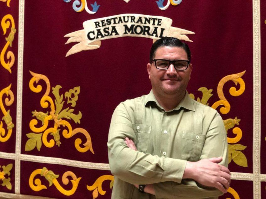 José Antonio Moral, apasionado de su trabajo que desempeña en constante evolución aunque sin perder la esencia del negocio familiar. Foto: CosasDeComé.