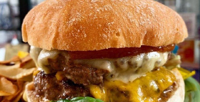Ensaladas, bocadillos y hamburguesas, novedades de la carta de otoño de Río Azul