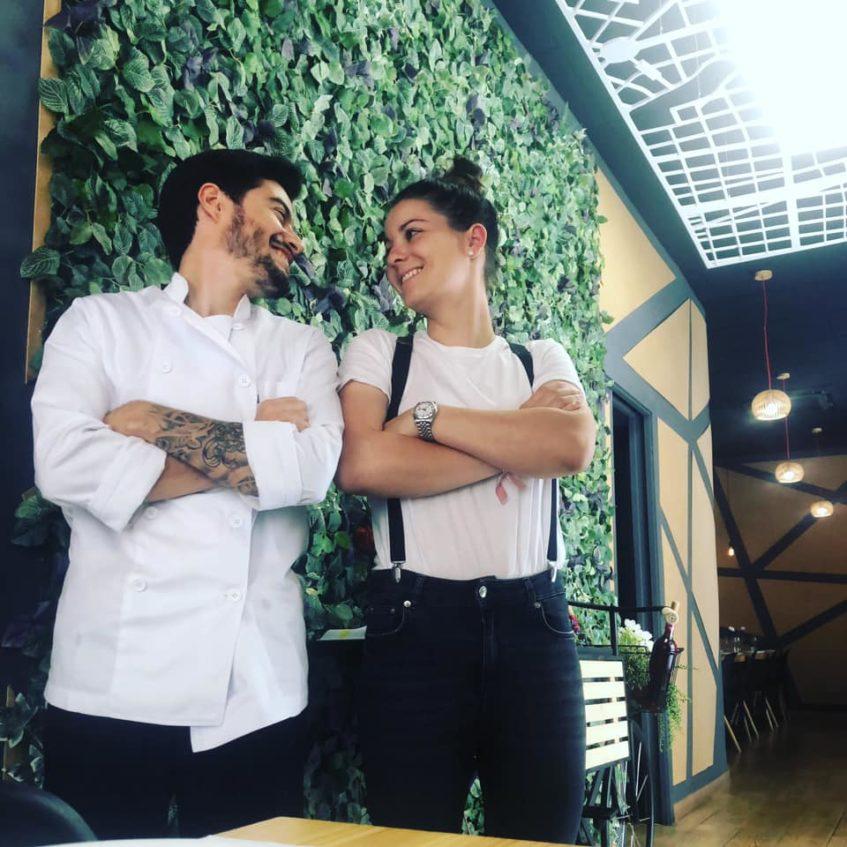 Pablo Rigol y Anaïs Le Calvez, la joven pareja de propietarios. Foto cedida por el establecimiento.