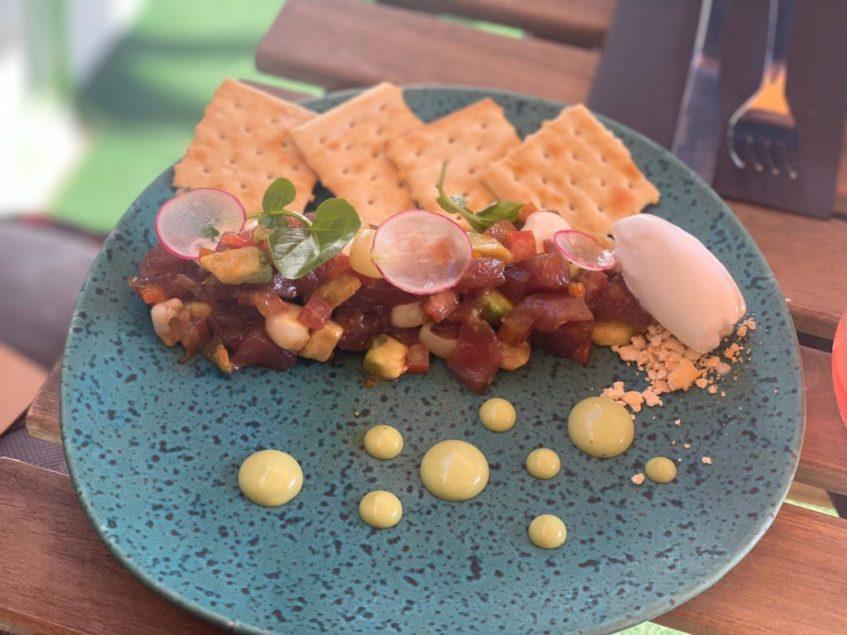 El chef y propietario Danny Cárdenas se ha grajeado gran fama gracias a sus ceviches. Foto cedida por el establecimiento.