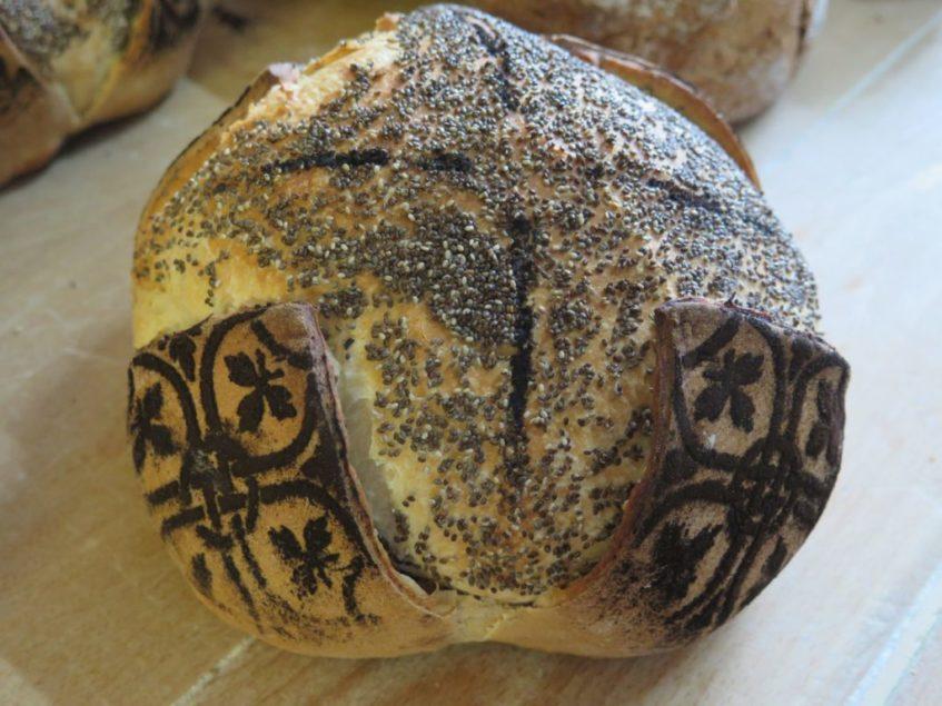 El pan flor es la opción más llamativa de esta panadería fontaniega. Foto: CosasDeComé.